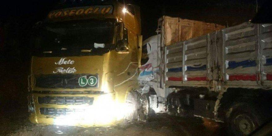 Kastamonu,  Azdavay Asarkaya Tüneli'nde Tır İle Kamyon Çarpıştı: 1 Yaralı