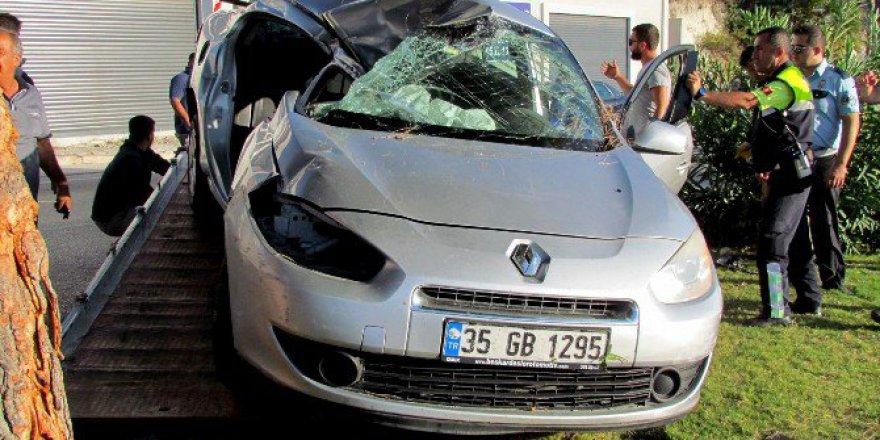 İzmir, Çeşme'de Trafik Kazası: 2 Kişi Ağır Yaralı