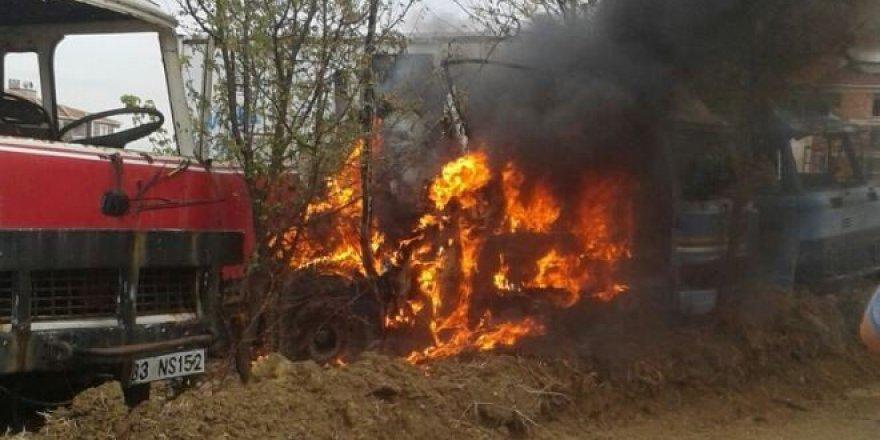 Tekirdağ, Malkara'da Tinerciler Hacizli Kamyonu Ateşe Verdi