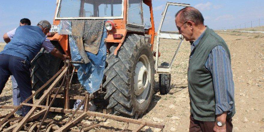 Eskişehir'de Bir Çiftçi Kullandığı Traktörün Altında Kalarak Öldü