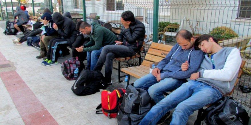 Çeşme'den Yunanistan'a kaçmaya çalışan 47 sığınmacı yakalandı