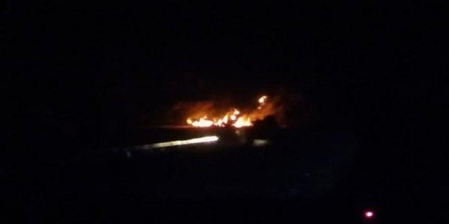 Hakkari- Çukurca Karayolu'nda Çatışma! Teröristler 3 TIR'ı ateşe verdi