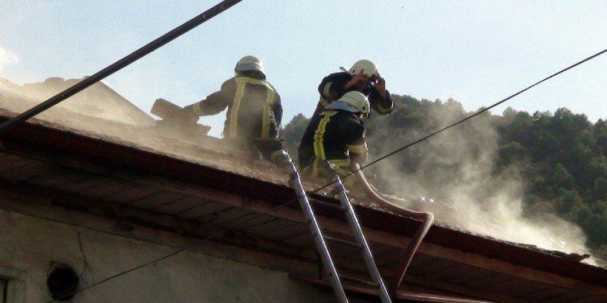 Konya, Akşehir'de Ev Yangını