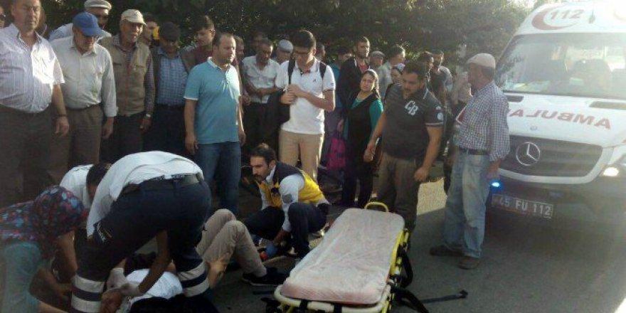 Manisa'da Kamyonun Çarptığı Bisikletli Genç Ağır Yaralandı