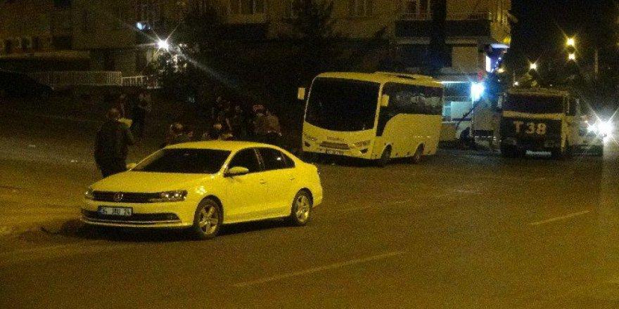 Diyarbakır Polisi, HDP Ve DBP İl ve İlçe Binalarında Arama Yapıyor!