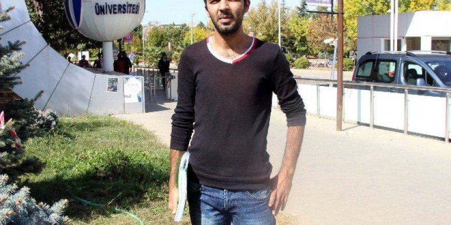 Gaziantep'te 3 Rektör 2 Dekan Eskiten Genç 11 Yıldır Üniversite Okuyor