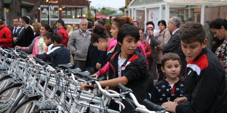 Bakanlıktan Kimsesiz Ve Şehit Çocuklarına 240 Bisiklet