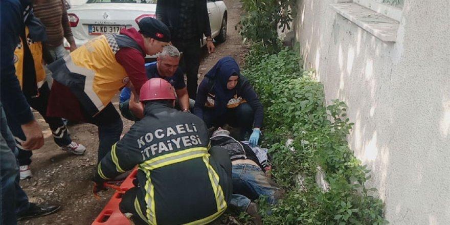 Kocaeli'de bir şahıs fenalaşıp yardım beklerken otomobil altında kaldı