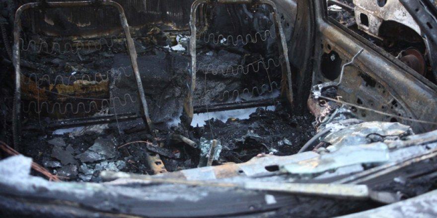 Adana'da ateşle oynayan çocuklar 4 aracı yaktı