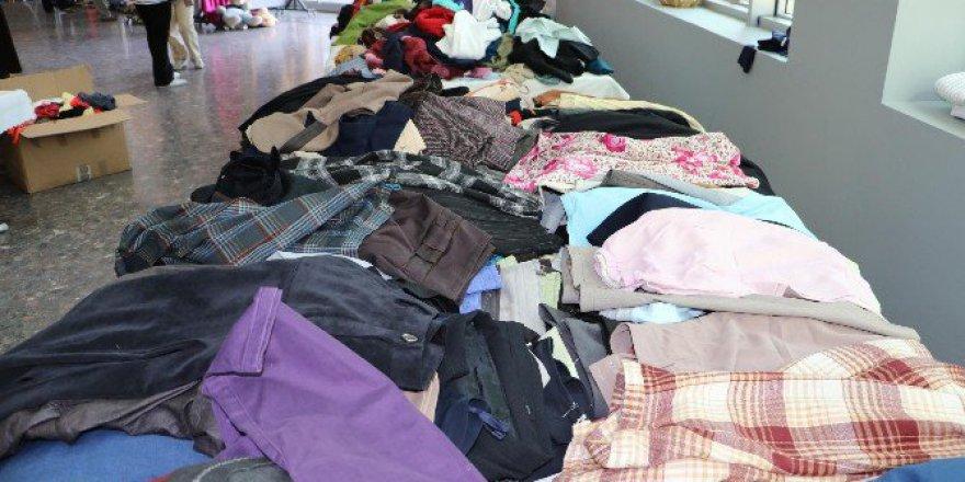 Manisa'da İkinci El Kıyafetlerin Geliri Sokak Hayvanlarına
