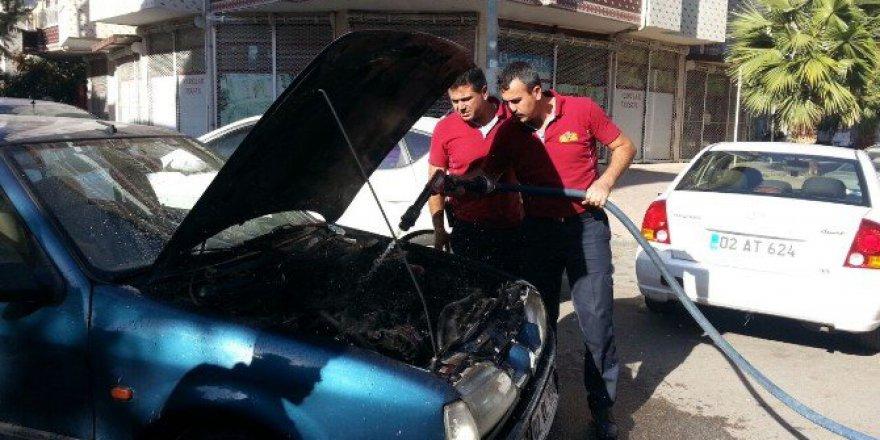 Adıyaman'da Seyir Halindeki Otomobilin Motor Kısmında Yangın