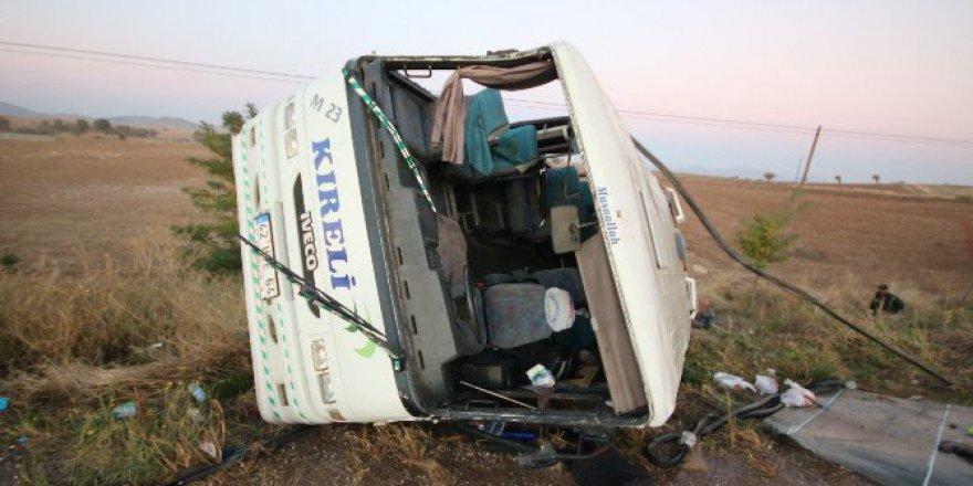 Konya, Hüyük'te Yolcu Midibüsü Devrildi: 23'ü Öğrenci, 27 Kişi Yaralandı