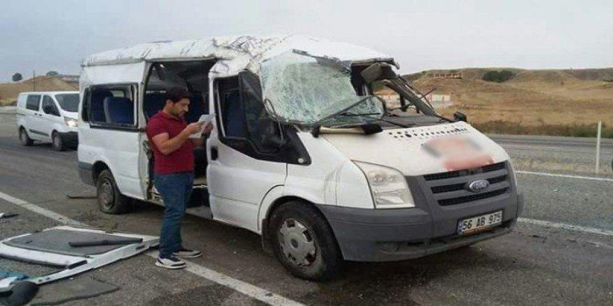 Batman, Kozluk'ta Servis Aracı Kaza Yaptı: 13 Öğrenci Yaralı