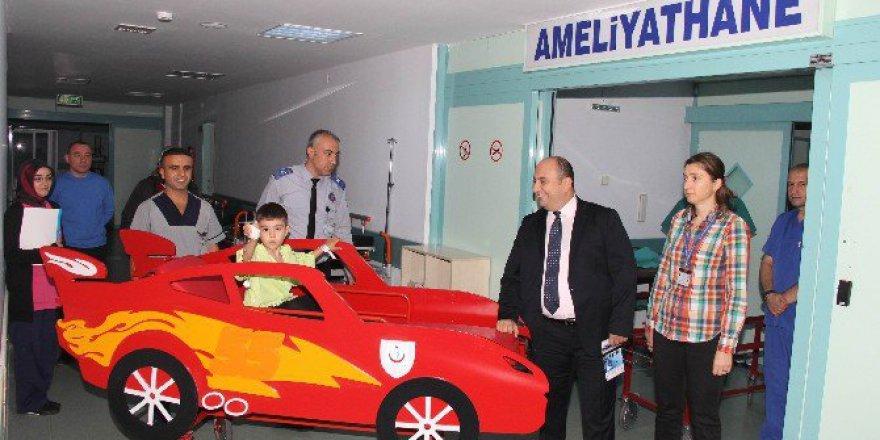 Samsun'da Araba Sedyeyle Çocuklar Ameliyata Güle Oynaya Gidiyor