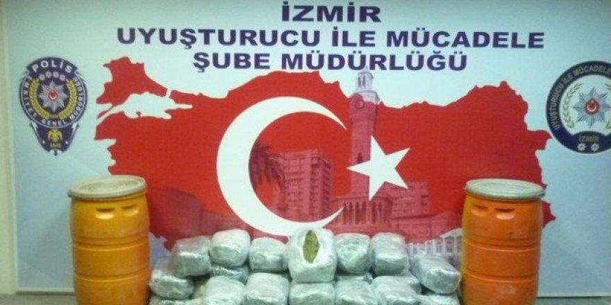 İzmir'de 102 Kilogram Esrar Ele Geçirildi