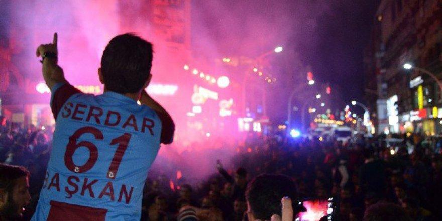 Trabzonsporlu Taraftarlardan Galibiyet Sevinci
