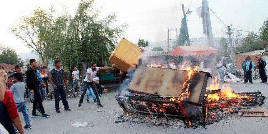 Yalova, Topçular Feribot İskelesinde Ateş Yakıp Yolu Trafiğe Kapattılar