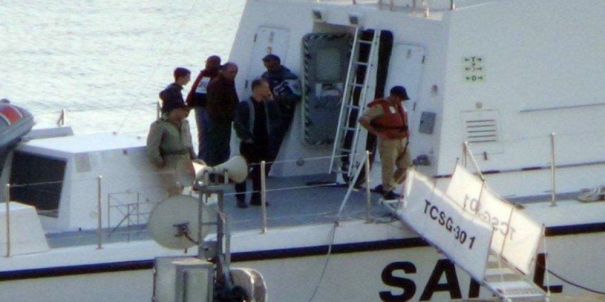 Zonguldak, Ereğli'de Yan Yatan Geminin 8 Personeli Kurtarıldı
