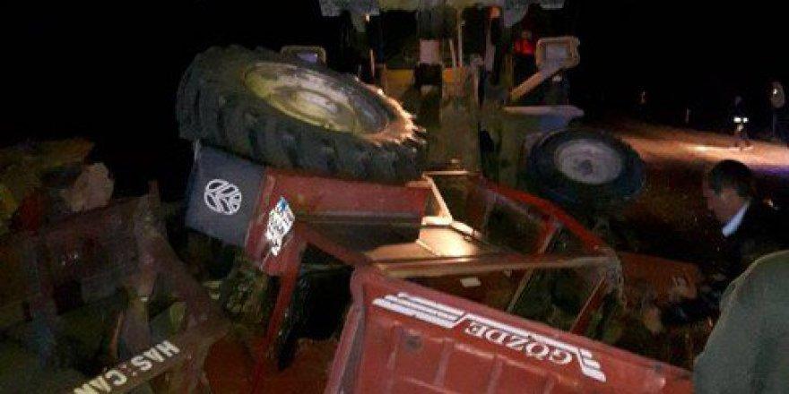 Bursa, Orhaneli'de Otomobil Traktöre Çarptı: 3 Yaralı