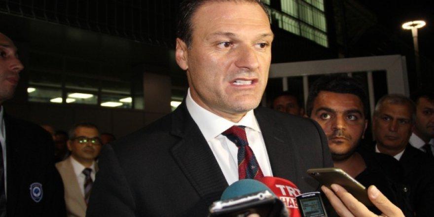 4 polis Alpay Özalan'dan şikayetçi oldu