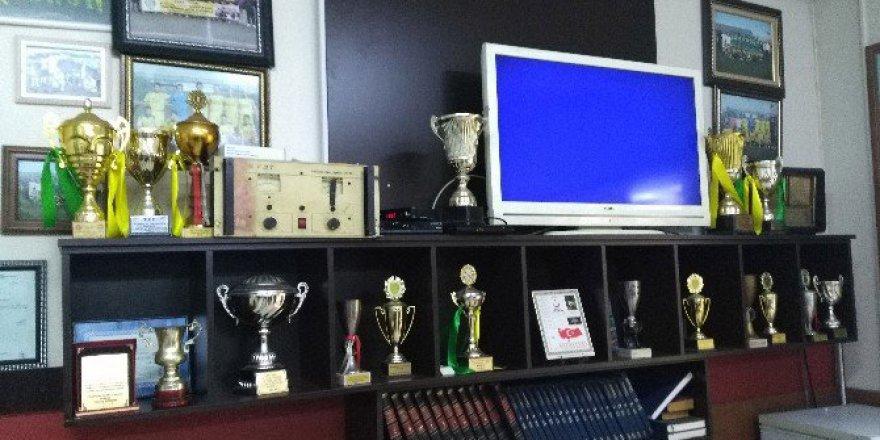 Atatürk'ün Maaşını Bağışladığı Spor Kulübe CHP'li Belediyeden Yıkım Kararı