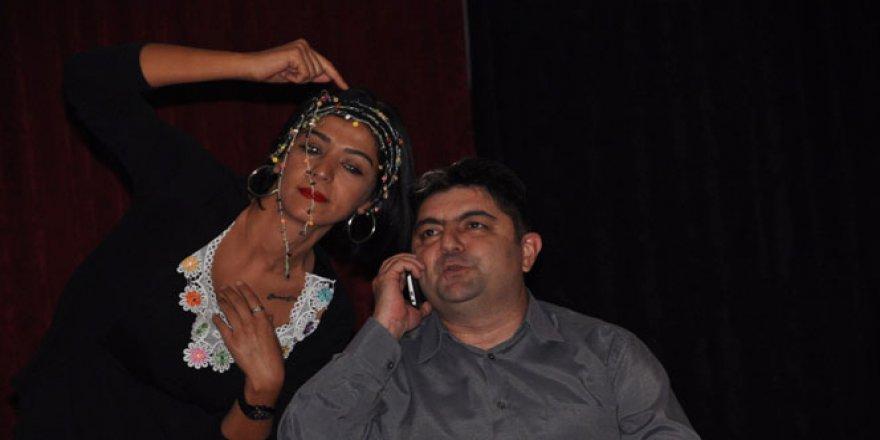İzmir'de Dolandırıcılıklara karşı tiyatrolu önlem