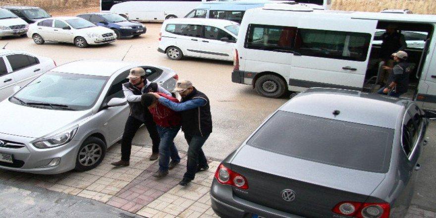 Van, İpekyolu'nda Okul Yakanlara Operasyon: 3 Gözaltı