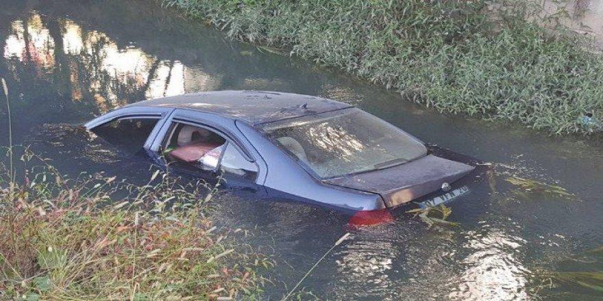 Manavgat'ta Virajı Alamayan Otomobil Sulama Kanalına Uçtu