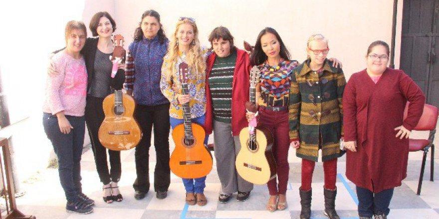 İzmir, Bergama'da Dünyaca Ünlü Gitaristler Engellilerle Buluştu