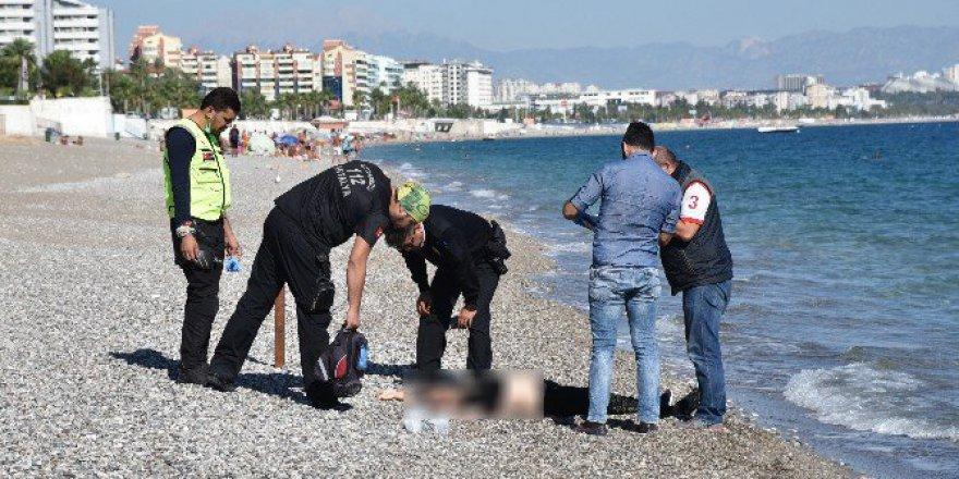 Antalya, Konyaaltı Sahilinde Kadın Cesedi Bulundu