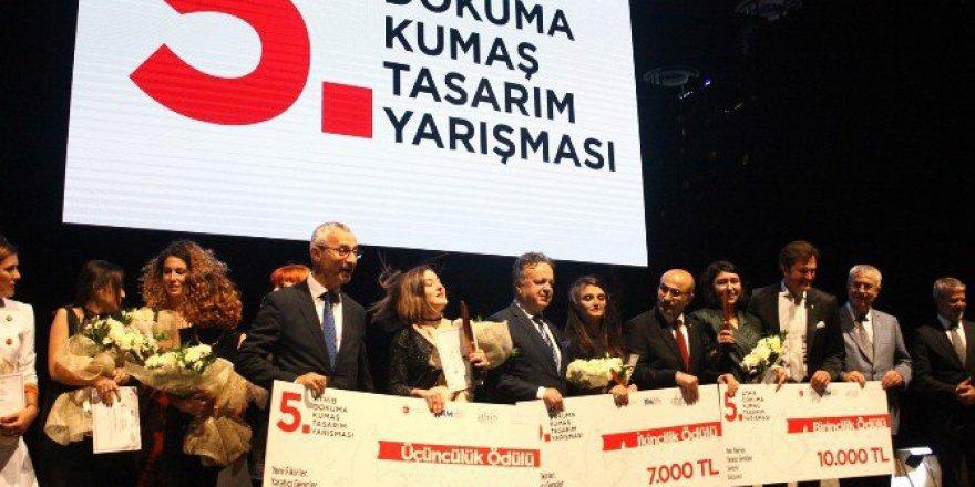 Adana'daki Tarihi Taşköprü Üzerinde Muhteşem Ödül Töreni