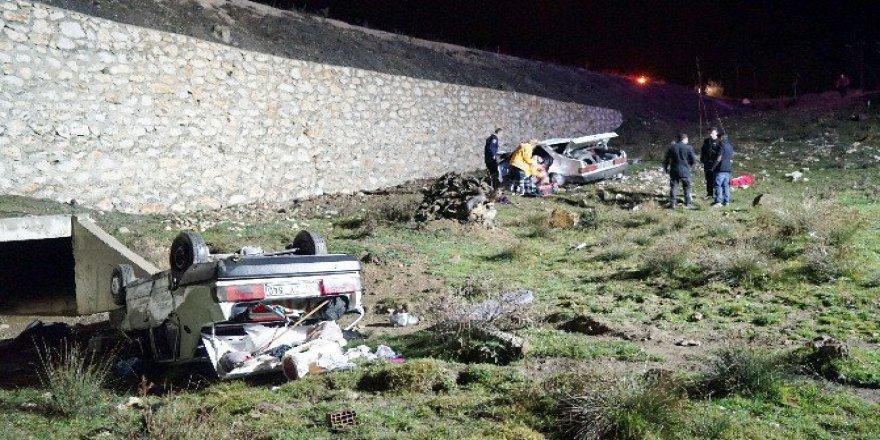 Kastamonu'da İki Otomobil Yoldan Çıkarak Dereye Uçtu: 3 Ölü, 8 Yaralı