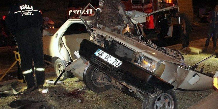 Bodrum'da Korkunç Trafik Kazası! Otomobil İkiye Bölündü; 1 Öldü, 1 Yaralı