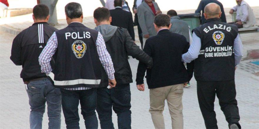 Foça'da 55 subay tutuklandı