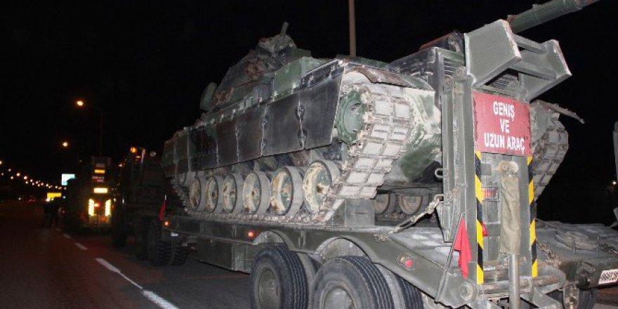 Ankara'dan Kuzey Irak Sınıra Giden Barış Gücüne Ait Tanklar Gaziantep'e Ulaştı