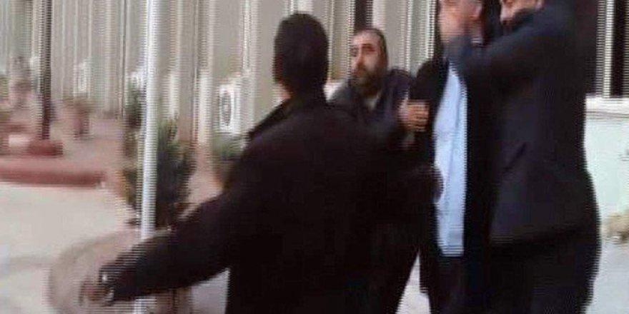 CHP'li Bülent Tezcan'ı Vuran Saldırgan Sevk Edildiği Mahkemece Tutuklandı
