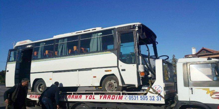 Malatya'da İşçi Servisi Trambüs Direğine Çarptı: 6 Yaralı