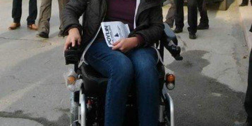 Kütahya'da Akülü Arabası Çalınan Engelli Kadın Yeni Aracına Kavuştu