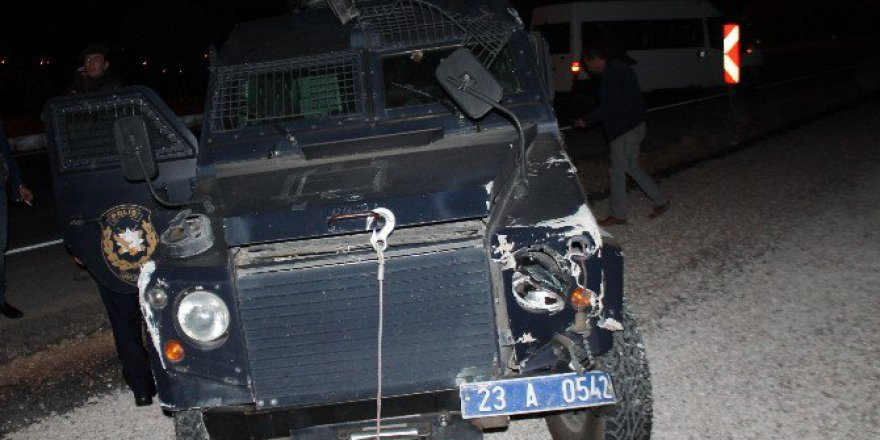 Elazığ'da Zırhlı Araç Kaza Yaptı: 2 Polis Yaralı