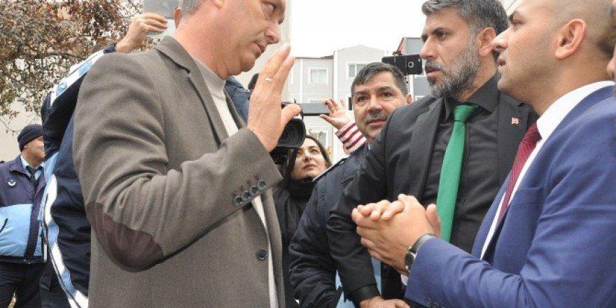 Tekirdağ, Çerkezköy'de Kaçak Yapıların Yıkımı Gergin Başladı