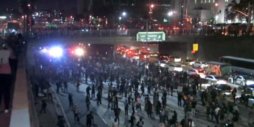 Trump başkan seçildi, halk sokağa döküldü