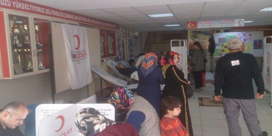 Öğretmenler Ve Veliler ''Kızılay Haftası'' Etkinliklerinde Kan Verdi