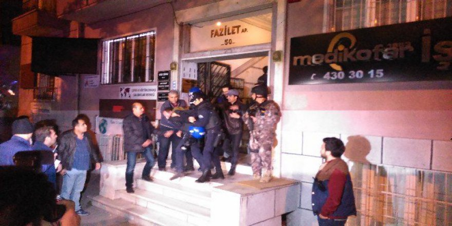 Çağdaş Hukukçular Derneği (ÇHD) Üyelerine Polis Müdahalesi