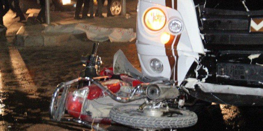 Konya'da Yolcu Minibüsüyle Motosiklet Çarpıştı: 1 Ölü 1 Yaralı