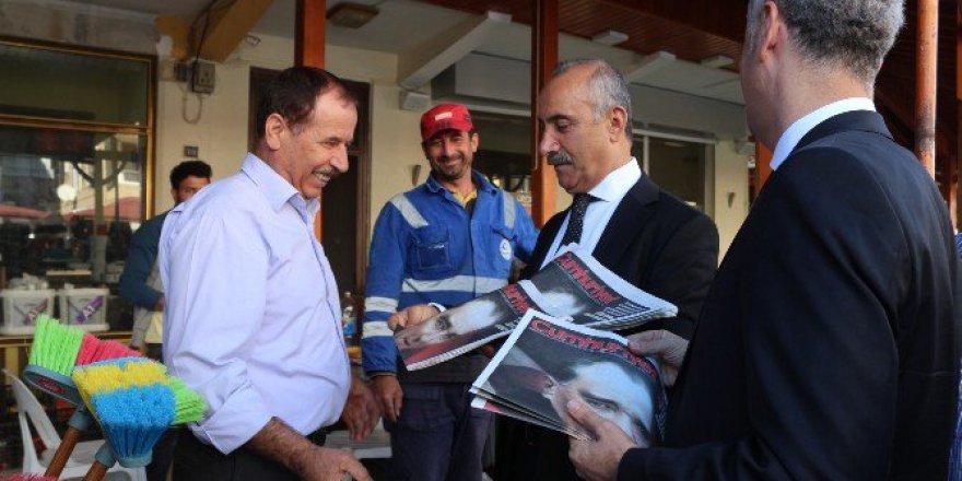 Başkan Nazım Culha, Eşiyle Birlikte Cumhuriyet Gazetesi Dağıttı