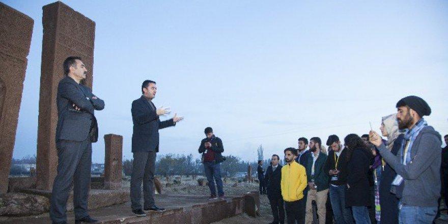 81 İlden Gelen 120 Genç Bitlis, Ahlat'ı Gezdi