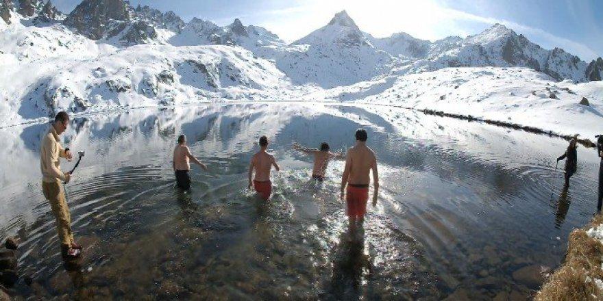 Kaçkar Kış Yüzme Şenliği'nde Dondurucu Soğuğa Aldırış Etmediler!