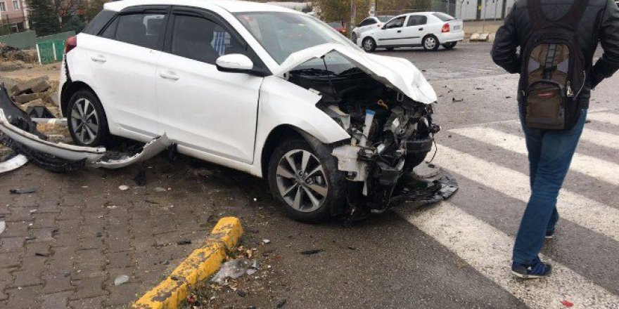 Karabük'te İki Aracın Karıştığı Trafik Kazası : 7 Yaralı