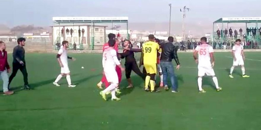 Van'da amatör maçta tekme tokat kavga