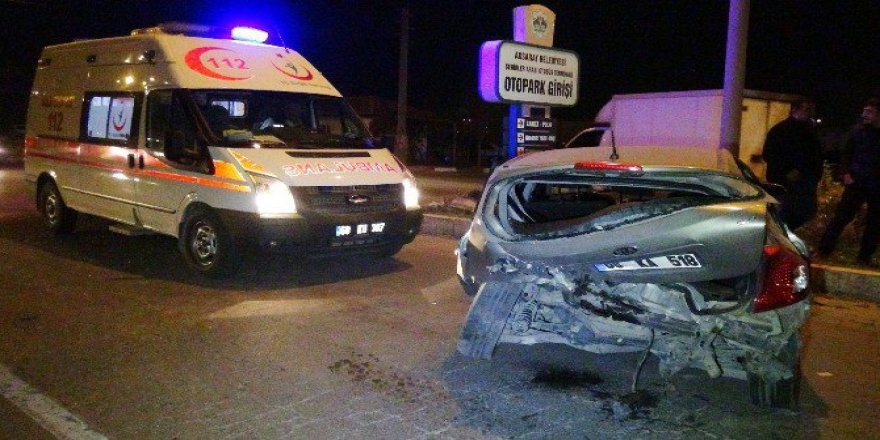 Aksaray, Merkez Otogar İstikametinde Trafik Kazası: 2 Yaralı